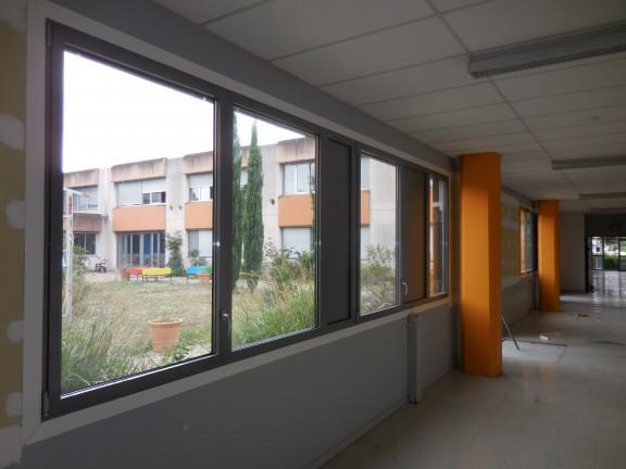 Lycée Les Canuts à Vaulx en Velin / Août 2015 – Amélioration du confort (été/hiver) dans le patio central avec une modification des surfaces de baies.